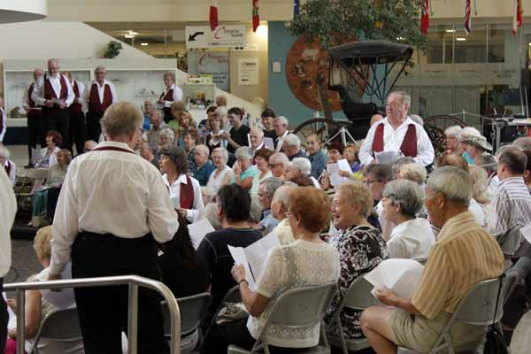 photos/2012/Scarboro/KW-JohnFox-singalong.jpg