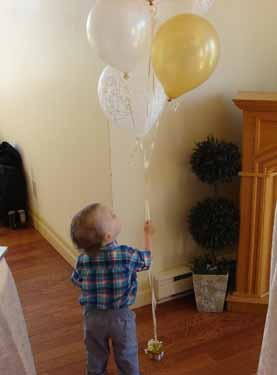 photos/2015/Gill party/baby-balloons.jpg